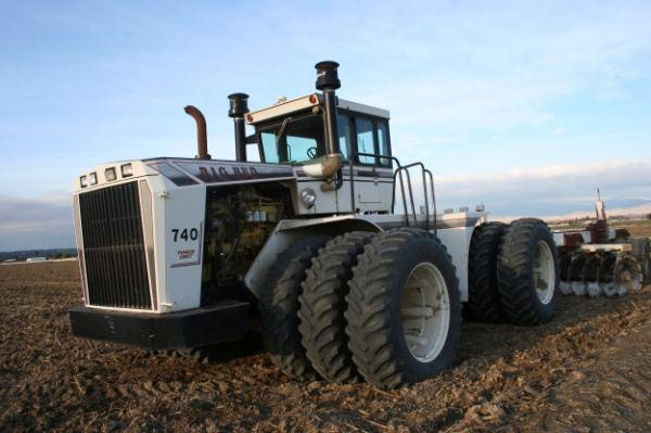 cel-mai-mare-tractor-big-bud
