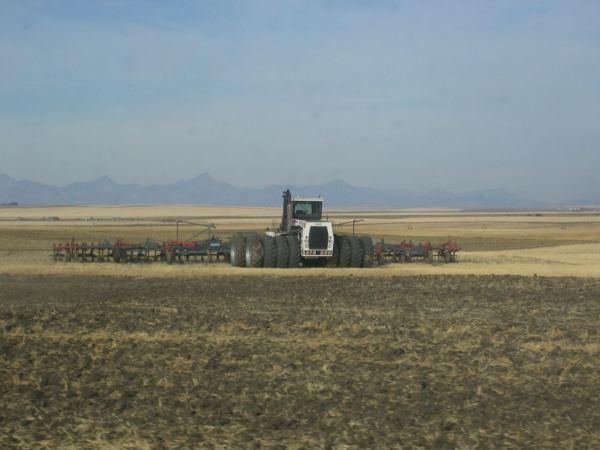 tractor-big-bud-in-lucru