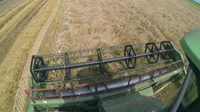 utilaje-agricole-impozit-tractor-combina